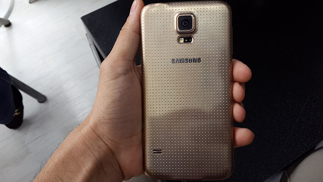 x11-Galaxy-S5-Review-toranji