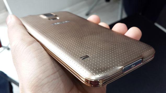 x12-Galaxy-S5-Review-toranji