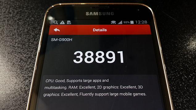 x17-Galaxy-S5-Review-toranji