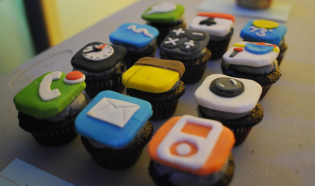 363171-iphone-cupcakes