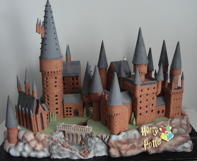 363174-hogwarts-cake