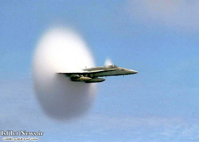 airplane-breaking-the-sound-barrier-perfect-timing-(1)