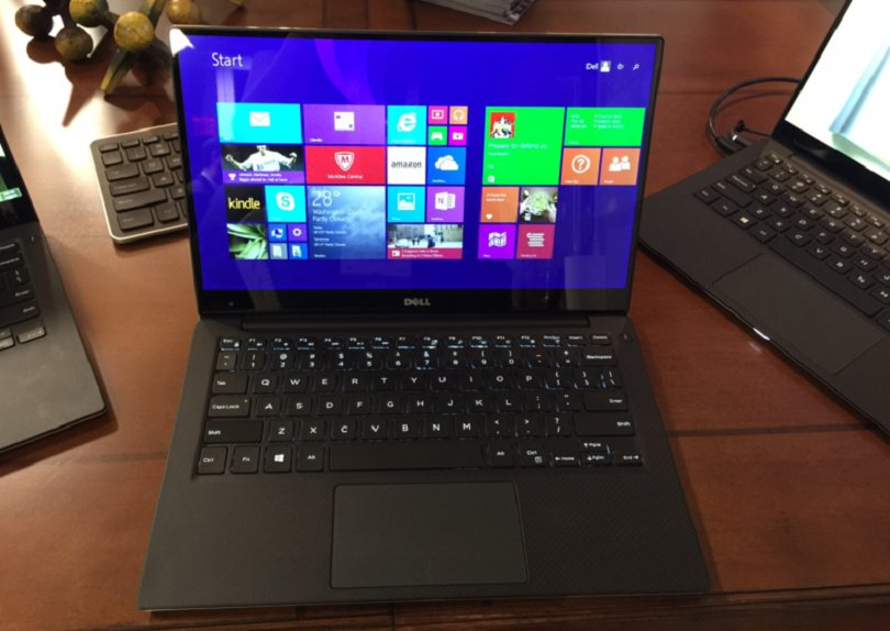 dells-xps-13-is-just-as-portable-as-the-macbook-air-and-its-a-bit-cheaper